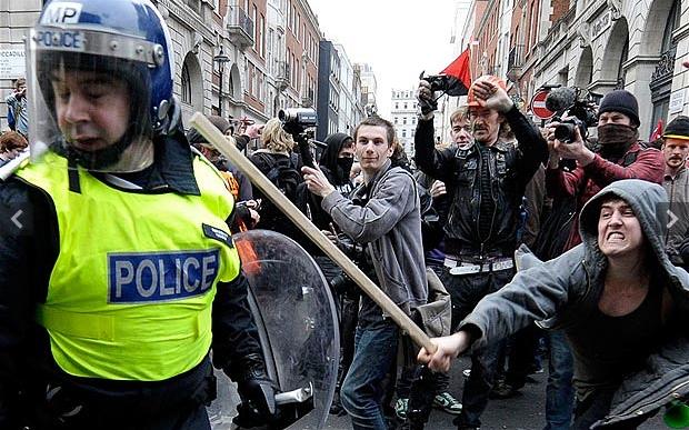 Left wing protestor attcks policeman
